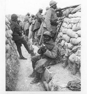 Tirailleurs Sénégalais dans une tranchée