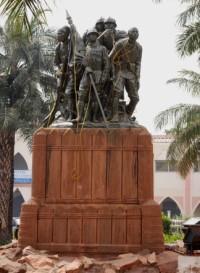 replique du monument  de Reims    érigé à Bamako