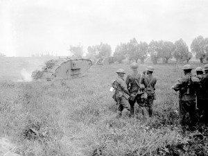 somdats néo-zélandais  regardant les chars avancer vers Mesines