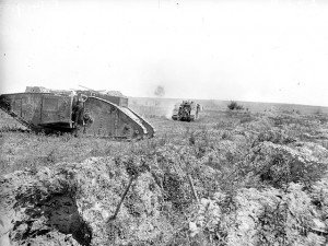 2 chars sur le chemin du combat pendant l'attaque de la crête