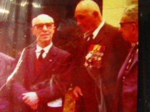 a droite Marcel GUISNIER pendant l'inauguration de la stèle