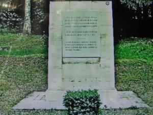 Stèle inaugurée en juillet 1969 à K. Dupuy et ses soldats