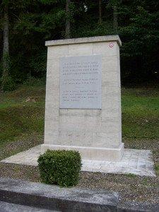 la stèle à K.Dupuy et ses soldats