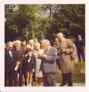 Louid CONTEpendant son discours pour l'inauguration , en 1969 , de la stèle à K . Dupuy et ses soldats