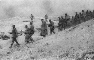 soldats allemanfs faits prisonniers - photo datée du 30 04 1917