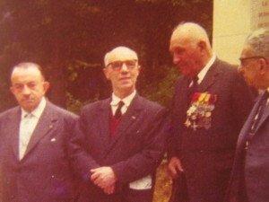 a g.: G Comte , avec les médailles : Sergent Guisnier